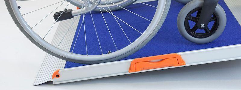 Rampe d'accès fauteuil roulant