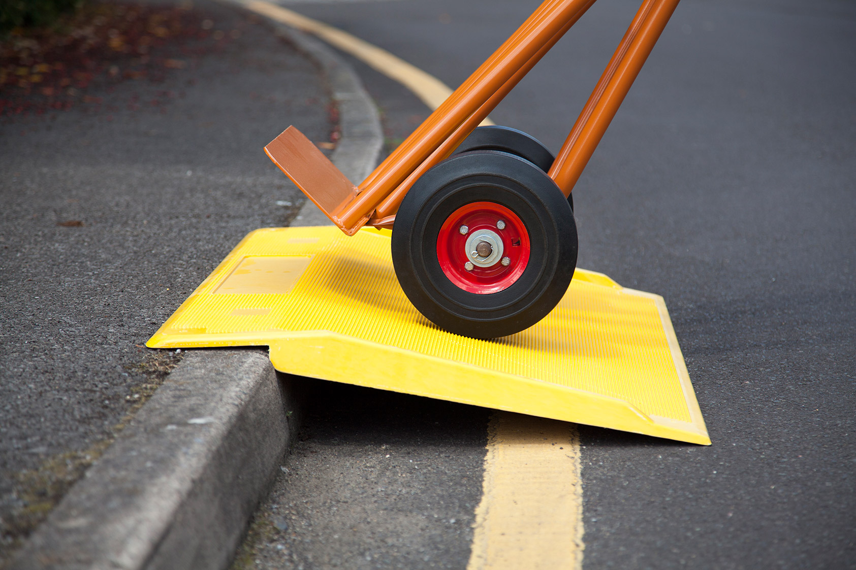 Rampes d'accès trottoir jaune