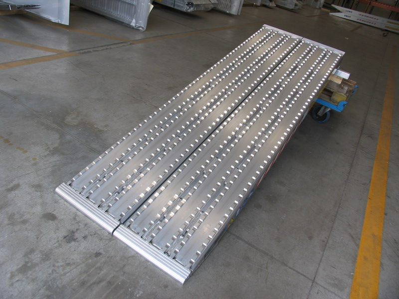 Milled Ramps for Steel Tracks